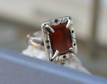 טבעת כסף עם אבן גדולה,