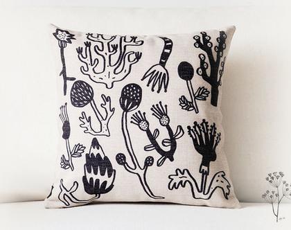 כרית נוי - צמחים בשחור לבן