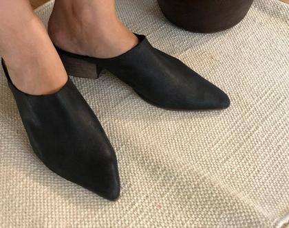 נעלי עור שחורות, נעליים שחורות מעוצבות, נעליים פתוחות מאחור, נעלי עקב נוחות