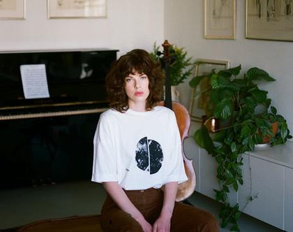 טישרט שרוולי 3/4, חולצה לעונת מעבר, טישרט עם הדפס, טישרט מיוחדת, טישרט לבנה, טישרט חומה