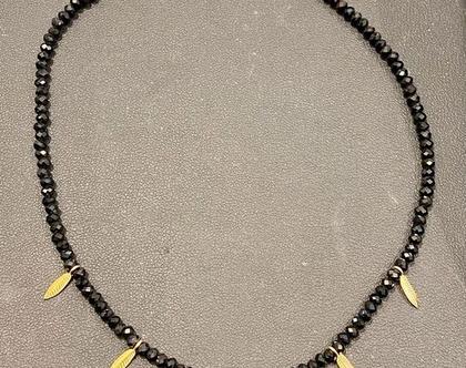 שרשרת חרוזים עם עלים זהב | שרשרת קולר | שרשרת צמודה לצוואר