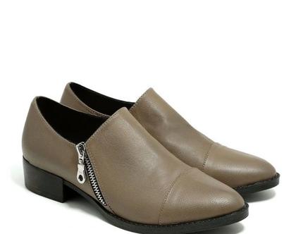 נעליים עם רוכסנים בצבע טאופ – B.unique