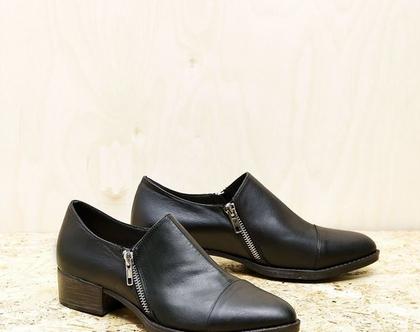 נעליים עם רוכסנים בצבע שחור – B.unique