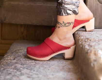 כפכפי עץ - קבקבי עץ לנשים - קבקבים שוודים קבקבי עץ אורטופדים אדומים עקב גבוה