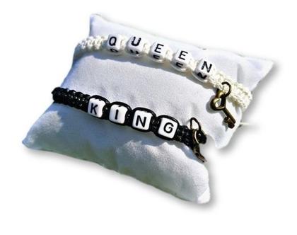 זוג צמידים צ'ארם שחור לבן מלכותיים קינג קווין