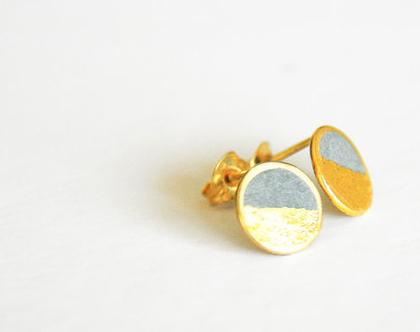 עגילים עגולים צמודים זהב ובטון עטופים עלי זהב