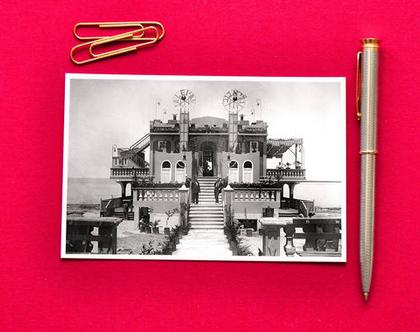 גלויה צילום שחור לבן: קזינו גלי אביב, חוף תל- אביב, 1920