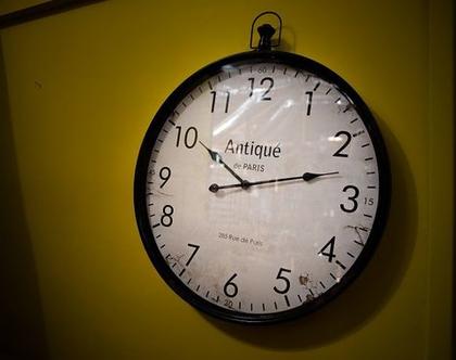 שעון קיר שחור לבן