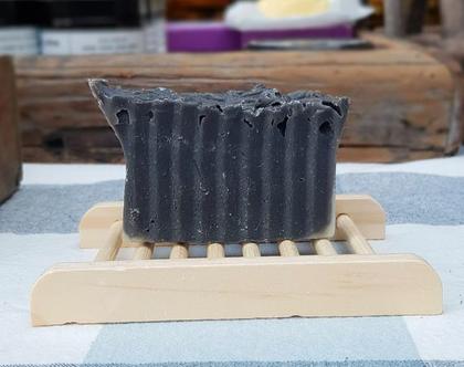סבון פחם פעיל וחלב קוקוס לעור הפנים והגוף