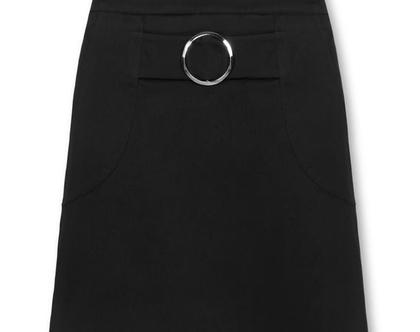 חצאית שחורה עם אבזם עגול באורך עד הברך (פטריסיה)