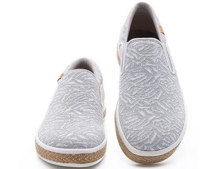 נעלי בד חורפיות אופנתיים אומנותיים ומודפסים לנשים שאוהבות אופנה אומנות וסניקרס גם במידות גדולות
