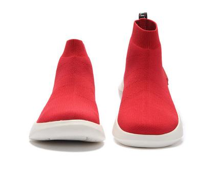 מגפיים אדומים יפים אופנתיים אומנותיים לנשים שאוהבות אופנה אומנות וסניקרס גם במידות גדולות