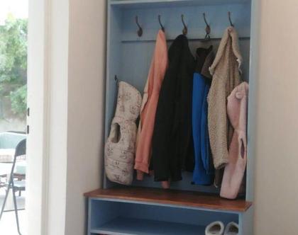 ארון למעילים ונעליים עם ספסל מובנה, ארון למעילים ונעליים לכניסה לבית
