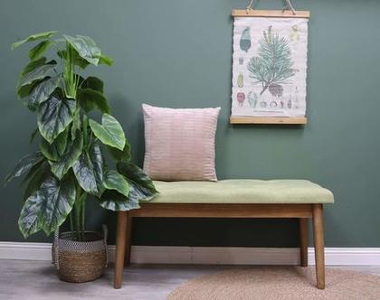 ספסל מרופד בצבע ירוק