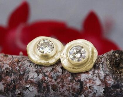עגילי זהב ויהלומים, עגילי יהלום צמודים, עגילים צמודים מעוצבים, עגילי זהב יוקרתיים, עגילים עדינים לאשה, עגילי זהב 14k, יהלומים שמפניה, 18 קרט