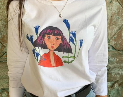 חולצה עם הדפס לנשים - טי שירט לאישה - חולצת כותנה ארוכה לאישה - חולצה לבנה עם הדפס מדליק