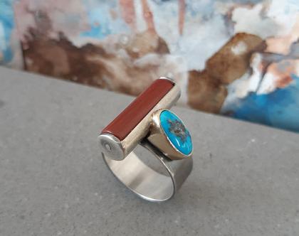 טבעת כסף וזהב עם אבן טורקיז ואבן ג'ספר אדומה
