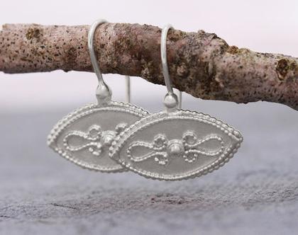 עגילי זהב לבן, עגילים אלגנטים לאישה, עגילי זהב תלויים, עגילי זהב לבן 14K, עגילים מעוצבים לאשה, עגילי מרקיזה, תכשיט במראה עתיק, תכשיט מעוצב