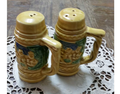 זוג מלחיות בצורת כוסות בירה   מלחיה ופלפליה   סט מלח פלפל   אספנות   לאספנים   מלח פלפל אספנות  