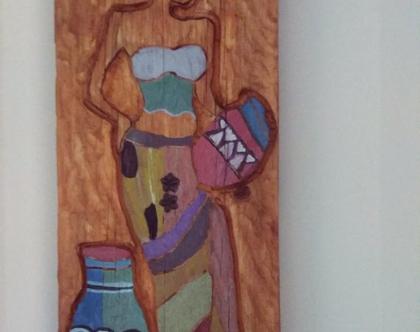 תמונה בעבודת יד חרוטה ומגולפת בעץ מלא. - אשה עם כדים