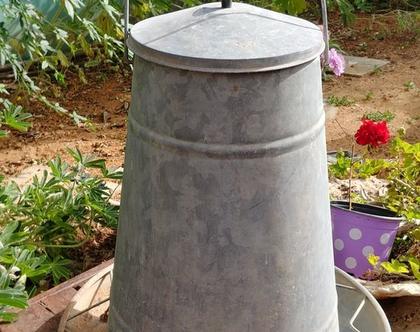 מתקן האכלה לתרנגולים/פריט וינטג' עיצובי לגינה