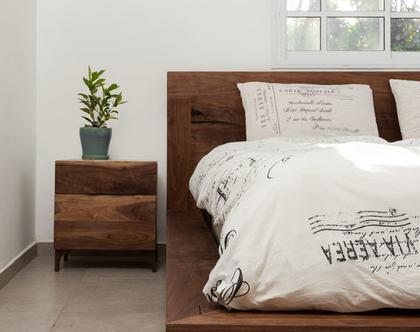 מיטה מעץ אגוז אמריקאי