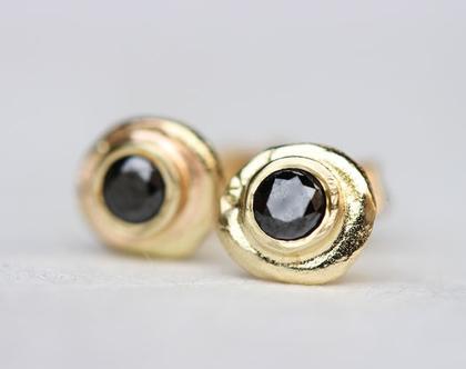 עגילי יהלום שחור, עגילי זהב צמודים, עגילי זהב ויהלומים, עגילים צמודים שחורים, עגילים צמודים מעוצבים, עגילי זהב 14K, עגילים מזהב צהוב, 18K