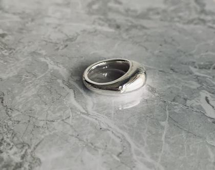 טבעת נפוחה  טבעת כסף 925  טבעת כסף סטרלינג  טבעת עבה  טבעת לאצבע  טבעת סטייטמנט  טבעת דומיננטית
