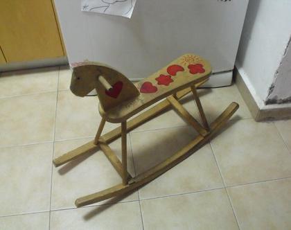 סוס נדנדה עץ וינטג' עבודת יד גדול ומרשים ציורי יד גן ילדים קיבוץ ישראל שנות ה 50 60 אולי לפני