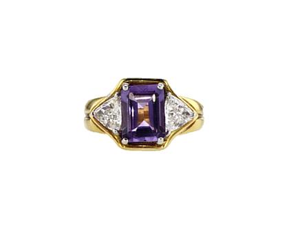 טבעת אמטיסט עם יהלומים בזהב צהוב קראט