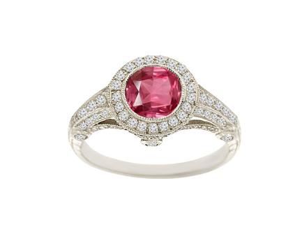 טבעת אבן רובי 0.88 קראט, זהב -לבן 14 קראט, בשיבוץ 0.8 קראט יהלומים