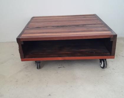 שולחן סלוני עם גלגלים