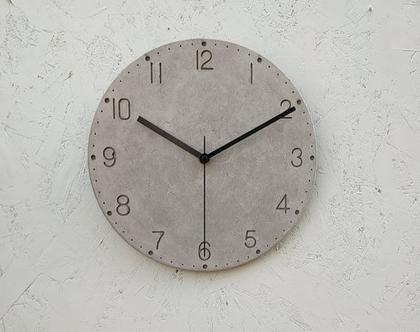 שעון בטון עם ספרות