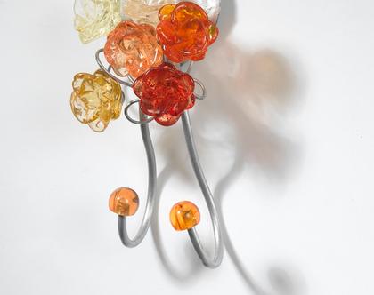 קולב דקורטיבי כפול כסוף עם פרחים בגוונים כתומים