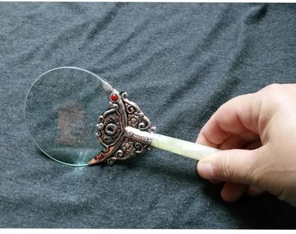 זכוכית מגדלת מיוחדת