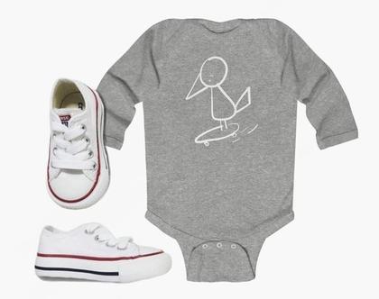 בגד גוף לתינוק מולי סקייטר אפור | אוברול אפור לתינוק | מתנה ללידה | בגד גוף לתינוק | בגדי גוף לתינוקות