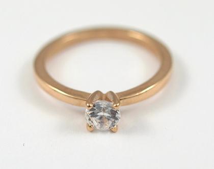 טבעת זהב אדום 14kמשובצת יהלום רבע קרט   אורה דן עיצוב תכשיטים   טבעות אירוסין משובצות   טבעת אירוסין משובצת יהלום   סטודיו לתכשיטים בתל אביב