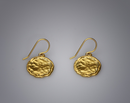 עגילי מטבעות כסף מרוקעים בציפוי זהב