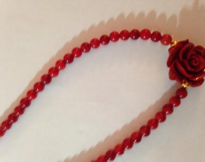 קורל אדום עם פרח אדום