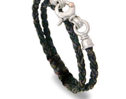 צמיד עור קלוע שחור וחום סוגר מעוצב מכסף ונקודת זהב , הצמיד מסתובב פעמיים על היד , צמיד עור שחור כפול , צמיד ייחודי ,מעצב הצמיד דני קרמר