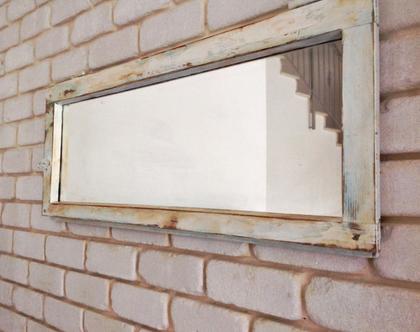 מראה מחלון בצבע לבן