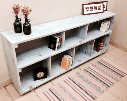 כוורת/ספריה מעץ ממוחזר