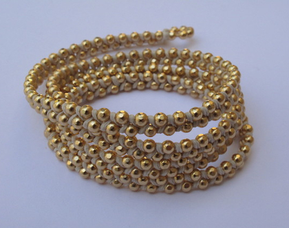 צמיד מלופף- זהב וקליעה בחוט שעווה צבע קרם/ צמידים מלופפים/ צמידי זהב מלופף/