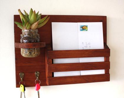 מתלה מפתחות מעוצב דגם ״גילי״-עץ ממוחזר-גוון 40, כניסה לבית, עיצוב הבית, אירגונית לכניסה, תא לדואר.