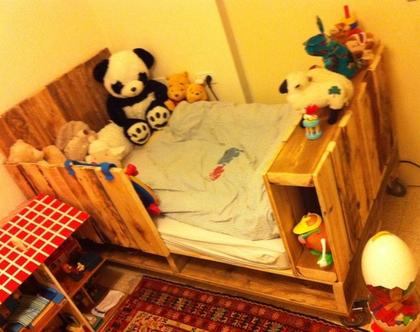 מיטת משטחים לילד