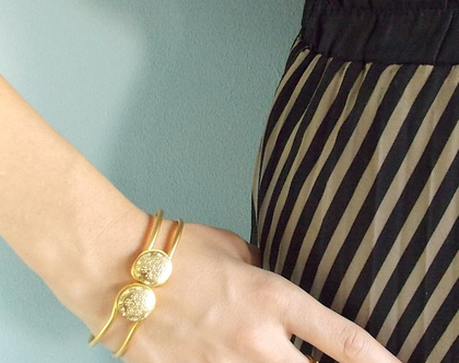 צמיד קליפס זהב פרח - צמיד מוזהב לאשה בסגנון וינטג'