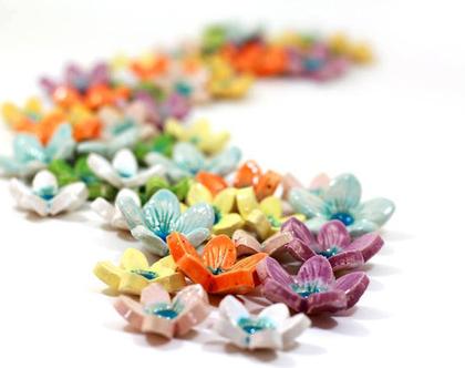 סט 5 פרחי קרמיקה צבעוניים לעיצוב השולחן