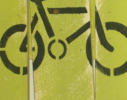 ציור על משטח עץ