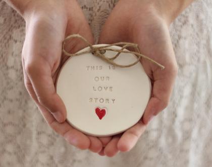 צלוחית לטבעות נישואין This is our love story | הצעת נישואין | מתנה לחתונה | מתנה ליום נישואין | מתנה לאירוסין | כרית לטבעות