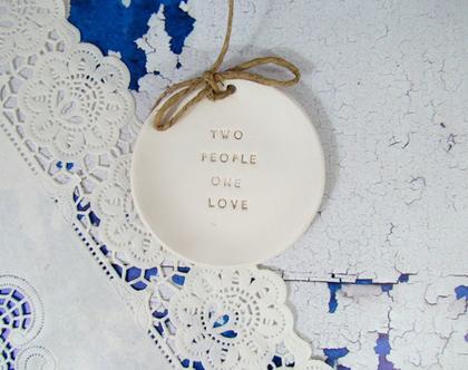 צלוחית לטבעות נישואין   צלוחית לטבעות חתונה Two people one love   מתנה לכלה   מתנה לחתונה   מתנה ליום נישואין   מתנה לאירוסין   כרית לטבעות